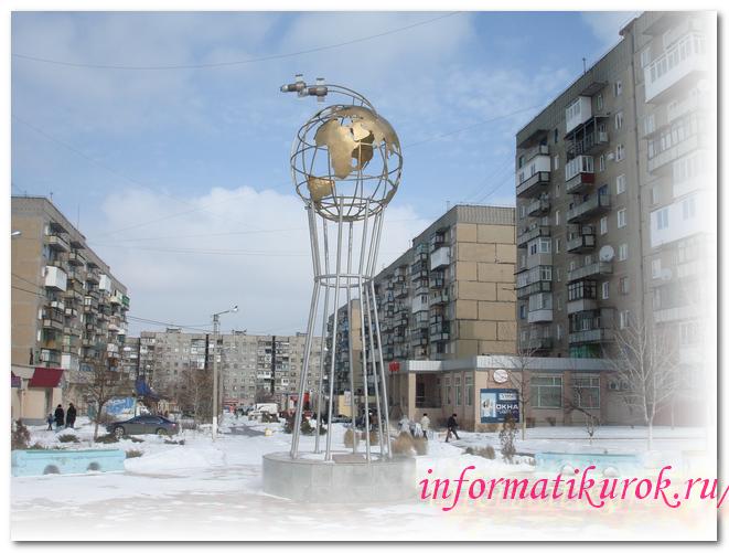 Памятник двум космонавтам в Горловке